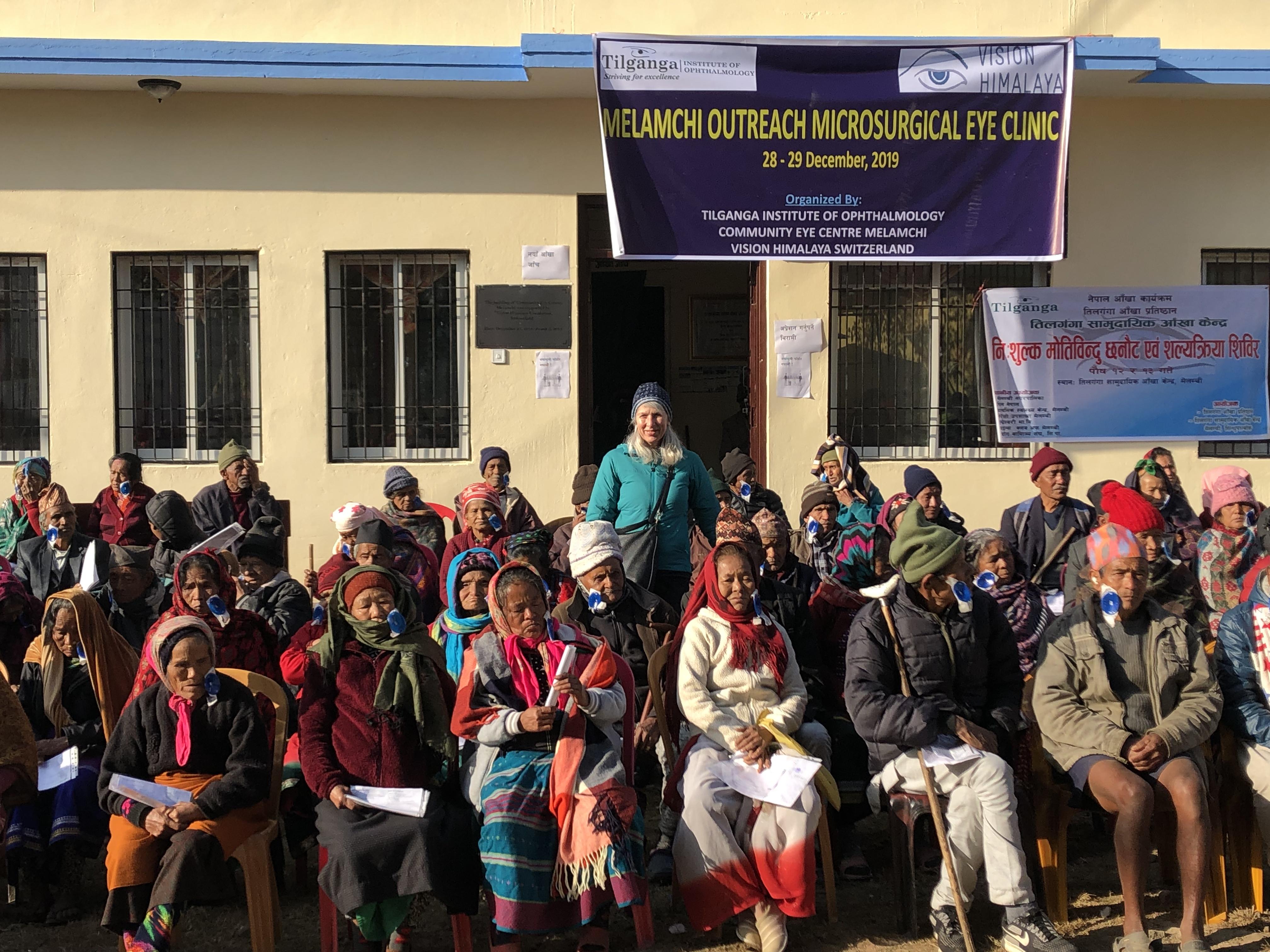 Karin Gross, Mit-Stifterin von Vision Himalaya und ihre Tochter Camilla berichten aus dem Augenzentrum Melamchi und aus Giranchaur, wo mit unserer Hilfe das Dorf wieder aufgebaut wird